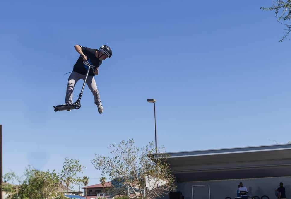 how to tailwhip on a scooter flat